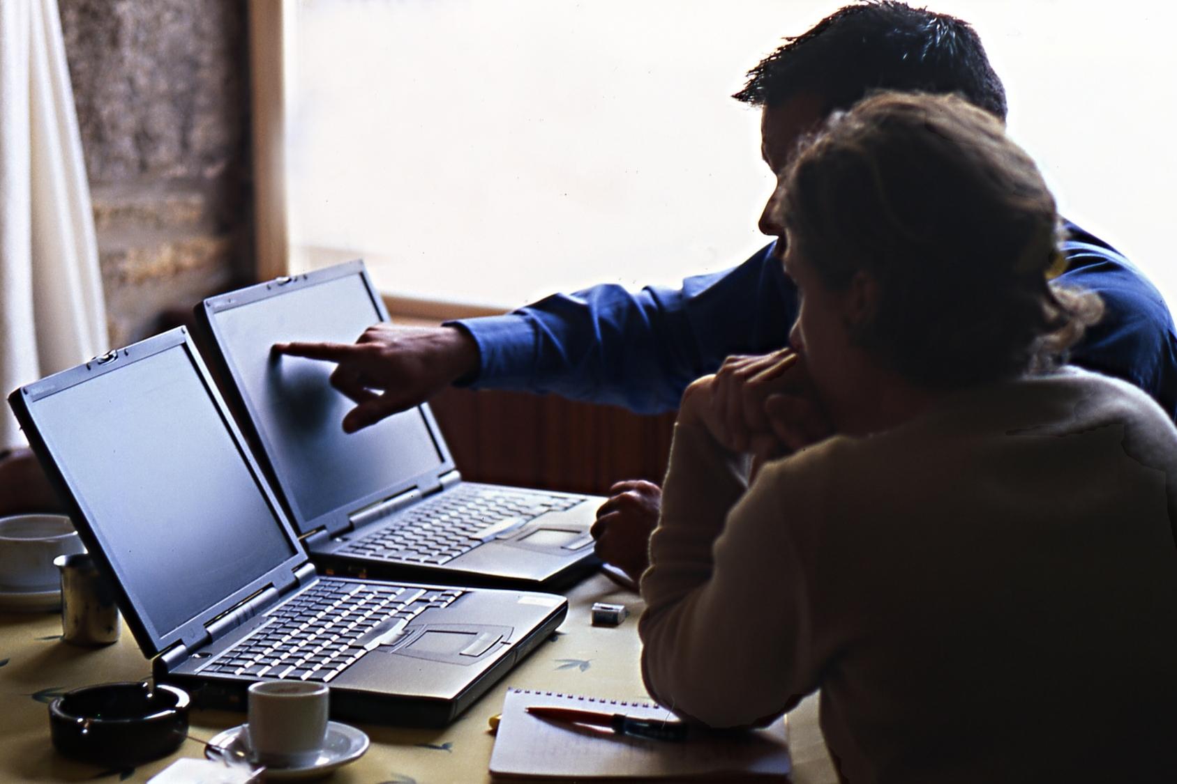 Formations, conseils, ventes et assistance aux utilisateurs